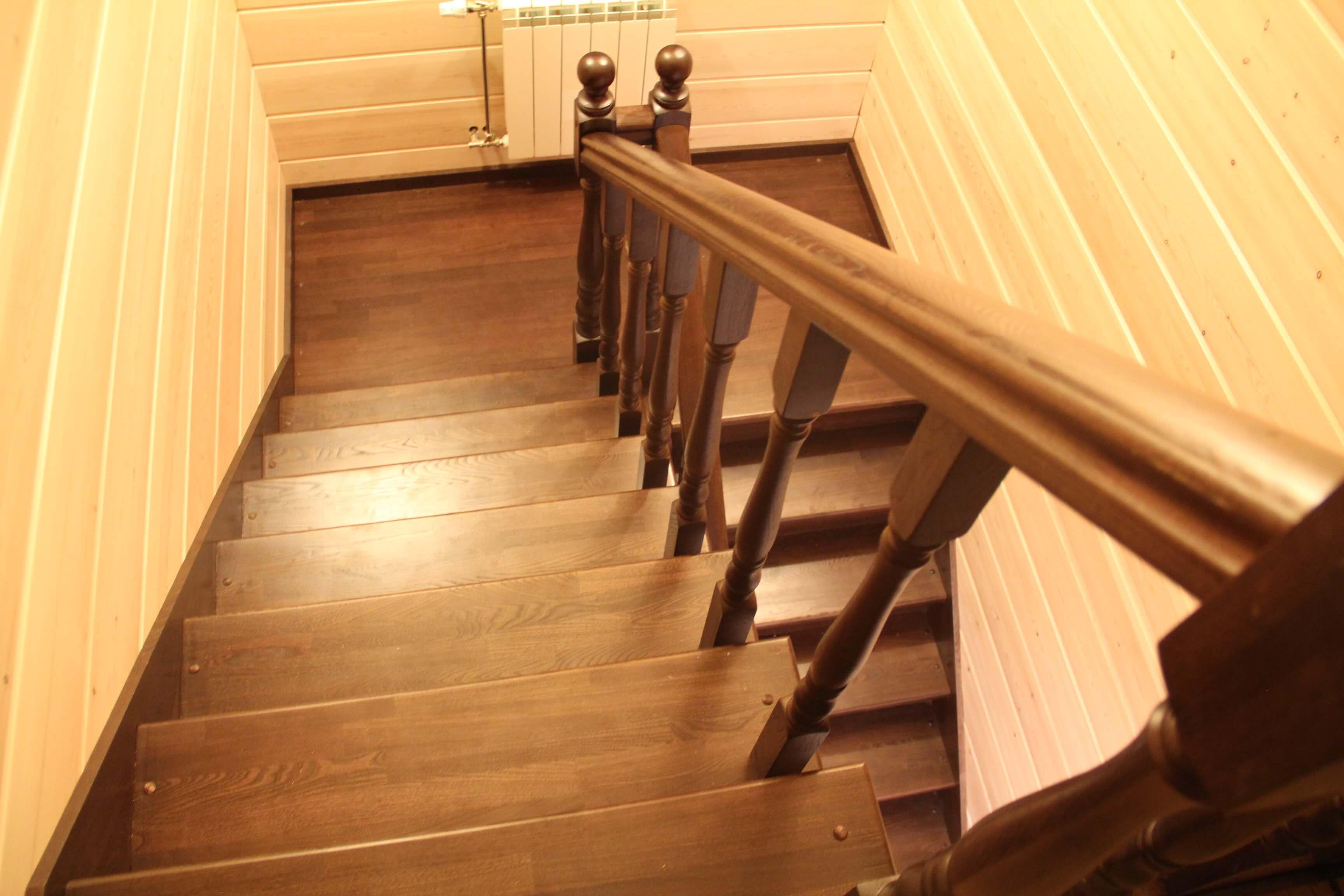Деревянные лестницы с поворотом своими руками6